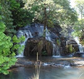 La cascade de KotaThe Kota waterfall